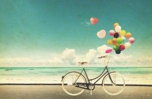 sahilde balonlu bisiklet