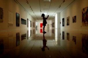 galerideki kız