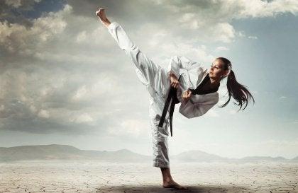 karate-tekme-kiz