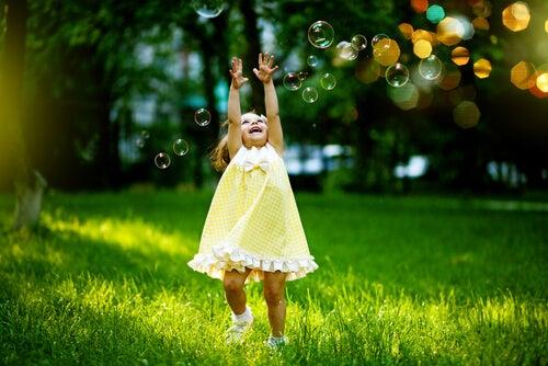 İçinizdeki Çocuğu Özgür Kılarak Daha Mutlu Olmanın 7 Yolu
