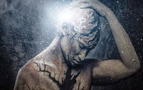 Her Şey Korkunç Bir Baş Ağrısı ile Başladı: Felç Nedir?