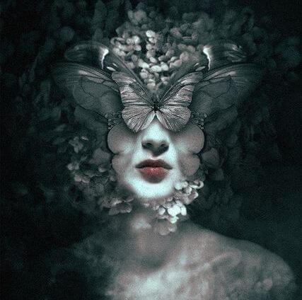 kelebek kadın