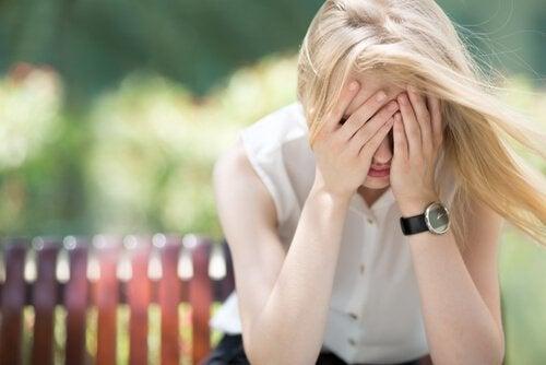 Anksiyete İle Başa Çıkmak İçin 4 Güvenilir Yöntem
