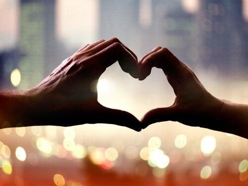 İnsanı Sevgi Kadar İyi Yapan Bir Şey Yoktur