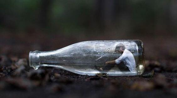 minik şişedeki adam