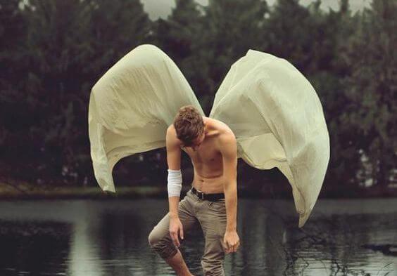 kanatları olan adam