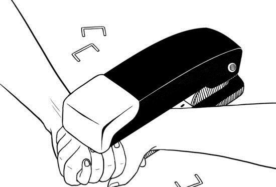 elleri birbirine zımbalanan çift