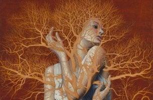 ağaca tutsak edilmiş kadın