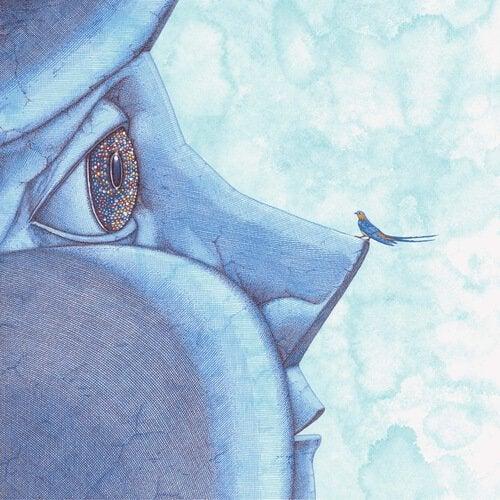 mavi bebeğin burnuna konan minik kuş