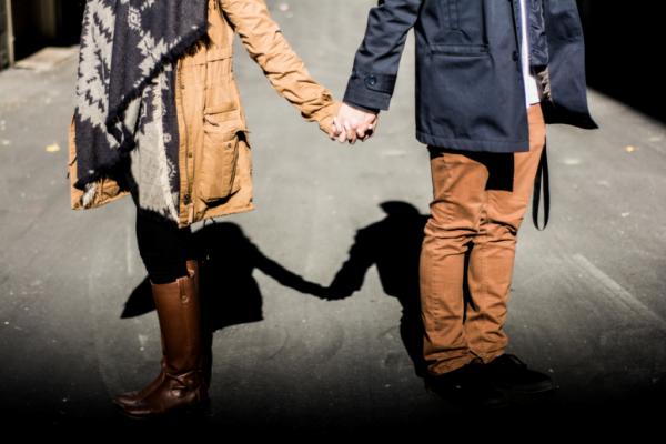 el ele yürüyen çift