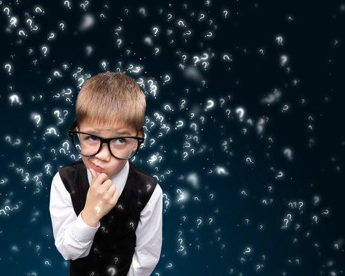 gözlüklü çocuk