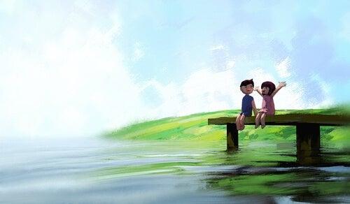 iskele kenarında oturan çift