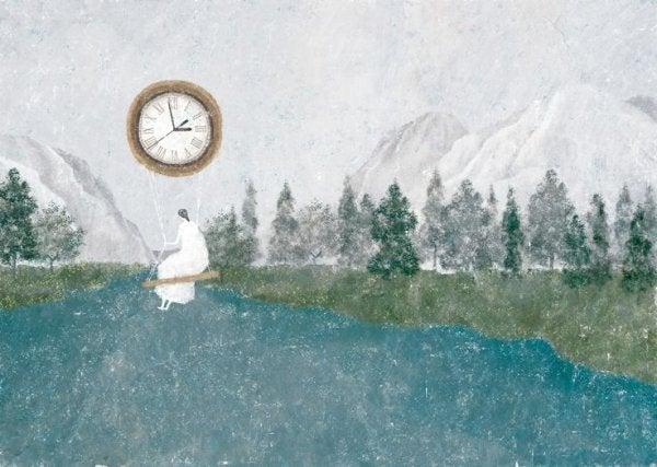 saat sarkacına oturan kadın