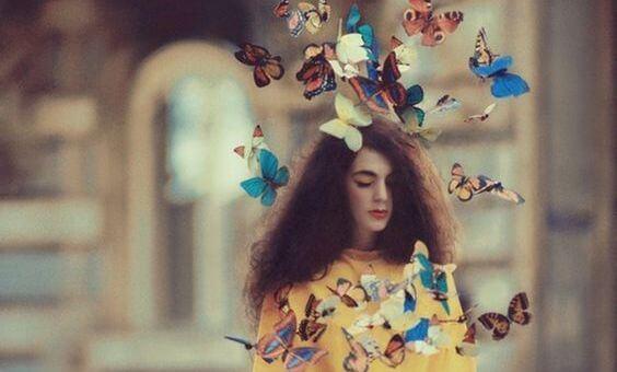 kelebekler ve kız