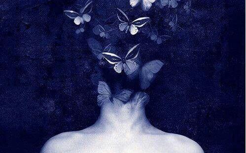 kelebeklerle kaplanmış kafa