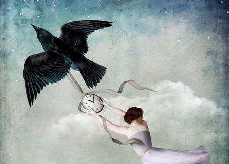 kadın ve saat taşıyan kuş