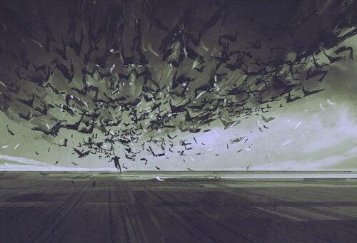 karanlıkta kuş sürüsünden kaçan adam