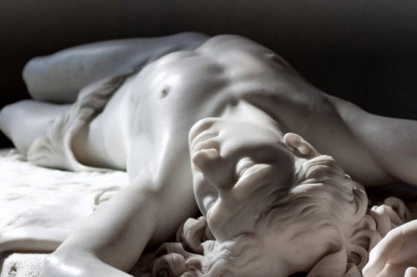 mermer erkek heykeli
