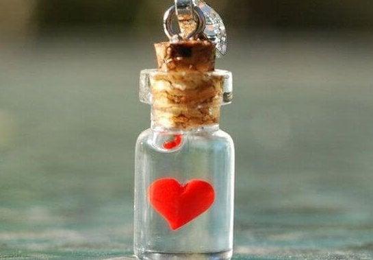minik şişede küçücük kalp