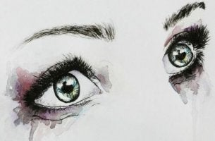 sulu boya gözlü tabloda dolu dolu bakan kadın