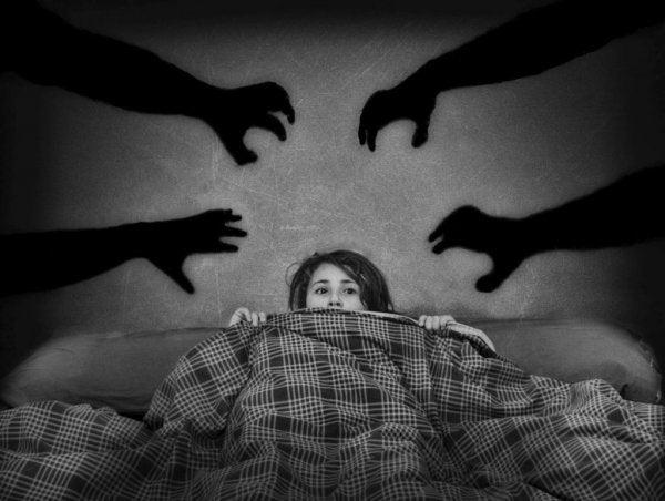 korku içinde olmak