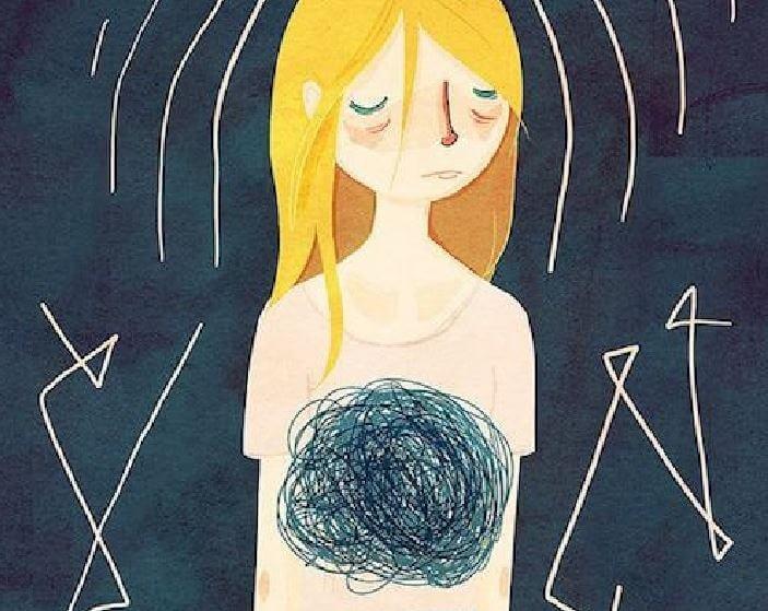 üzgün kaygılı ve kafası karışmış sarışın kadın