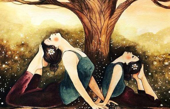 yoga yapan anne ve kızı