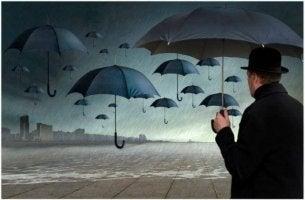 yağmurlu havada asılı duran şemsiyeler