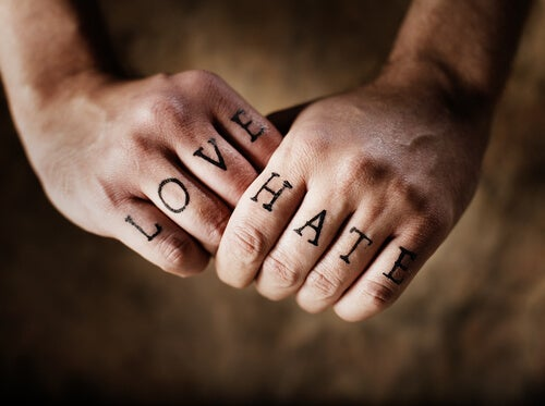 parmaklarda yazan aşk ve nefret