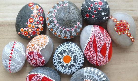 boyanmış taşlar