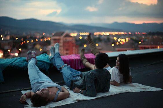 çatıdan şehri izlemek