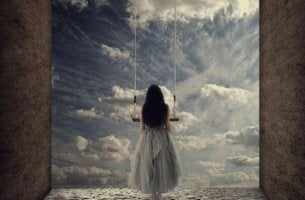 cennetin kapılarından bakıp bağımsız olmayı düşleyen kadın
