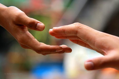 yardım eli uzatmak