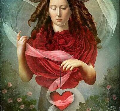 kadının elinde kalp var