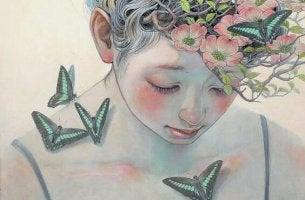 kafasında çiçekler omuzlarında kelebekler olan kadın