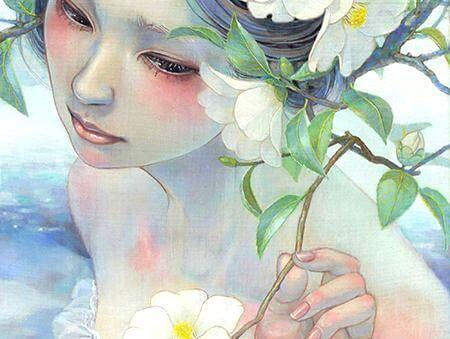 suda duran çiçekli kadın