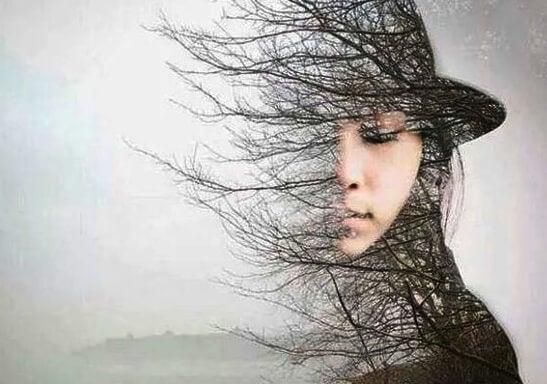 kadın ve ağaç