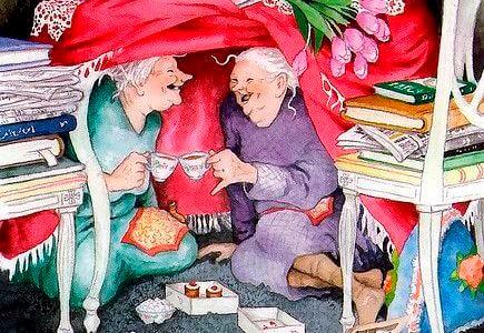 ellerinde çayla gülüp sohbet eden kadınlar