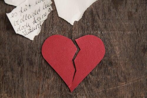 bazen bir mektup kalp kırar