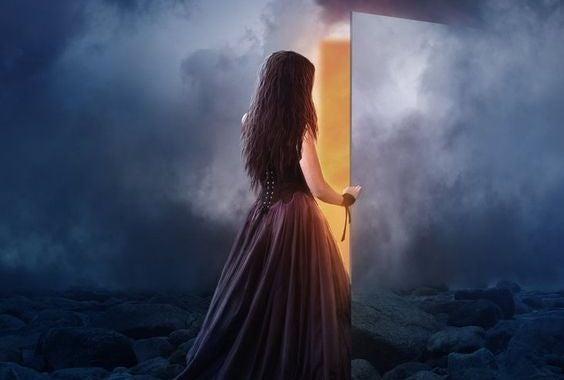 Bazen Bir Kapı Kapanır Ama Koca Bir Evren Açılır
