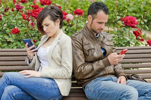 Sosyal Ağlar, İlişkinizin Sonu Olabilir