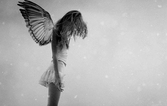 üzgün melek kadın