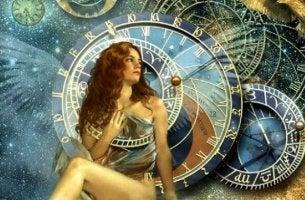 astranomik saat önüne oturmuş kadın