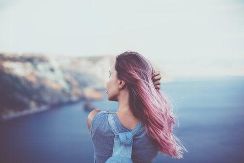denize bakan kadın