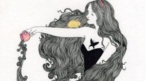 kadın fincandan saçını döküyor