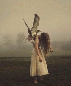 kanat kadın kuş