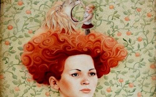 kızıl saçlı kadının kafasında aslan ve kız çocuğu var