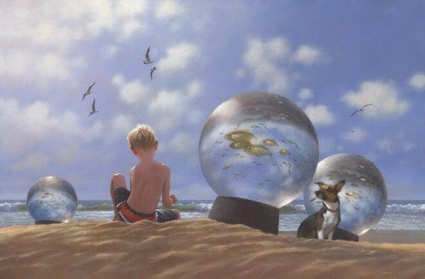 kar küplerinde dünyalar ve kumsalda çocuk
