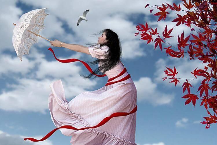 rüzgarda şemsiyesi uçan kadın