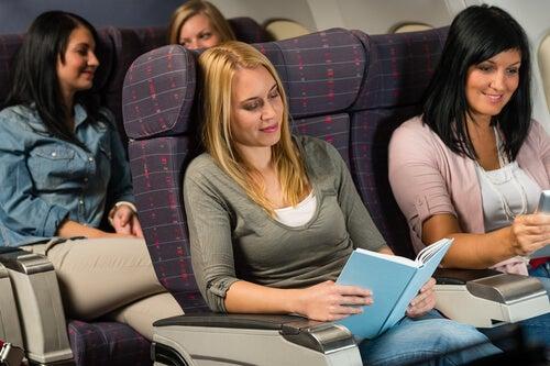 uçakta kitap